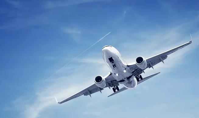 飞机在蓝天上.JPG